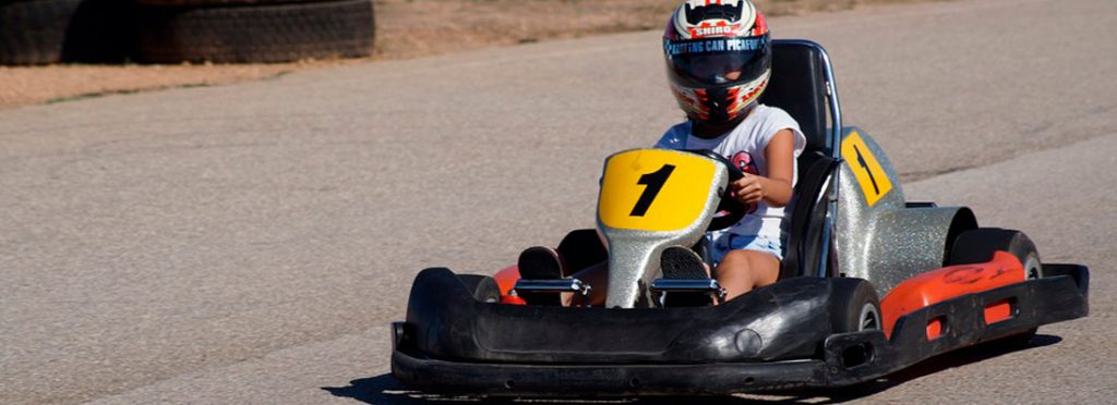 Karting For little kids and car fanatics in the making, what better way to spend an afternoon than driving a kart? While they go hell for leather on the junior circuit, you can try the senior circuit, if you dare… There are special karts available for children aged from 6 to 9 years and you'll also find two-seater karts for adults to drive accompanied by a child aged up to 5 years. To make it even easier, there's even a free bus that can pick you up at the hotel if you prefer.